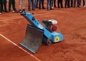 máquina regeneradora de pistas