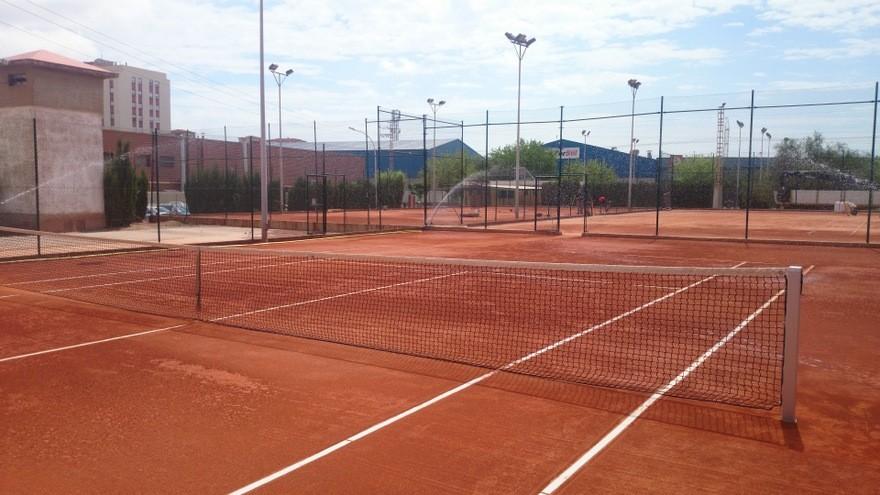 Sistema riego automático aspersión pistas tenis tierra batida