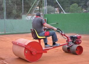 máquina multifunción mantenimiento pistas tierra batida