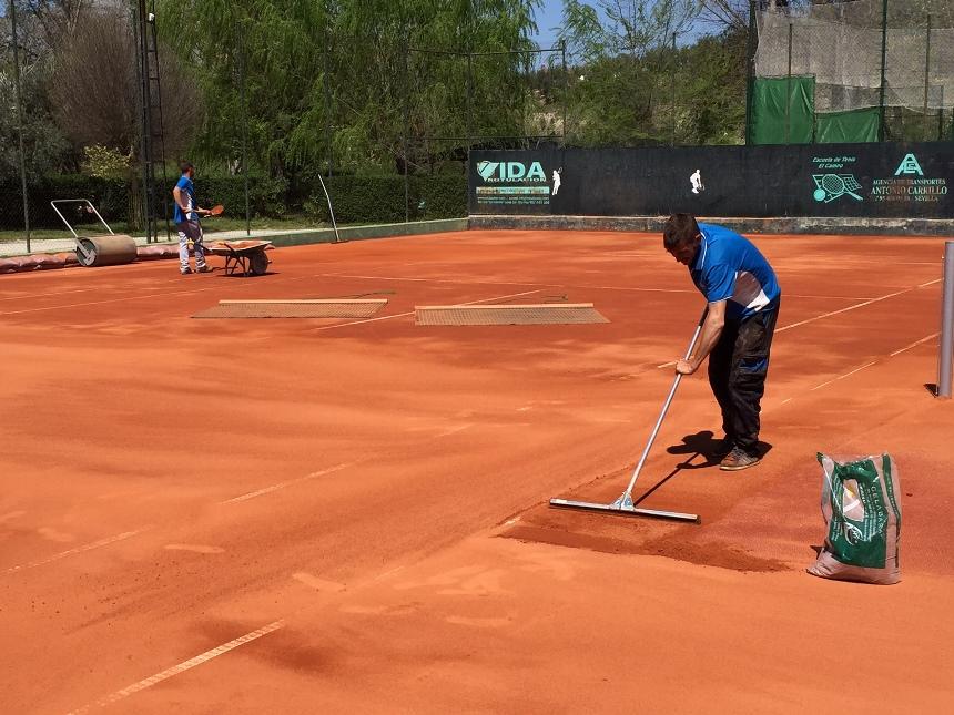 transformacion pista de tenis hormigon a tierra batida celabasa