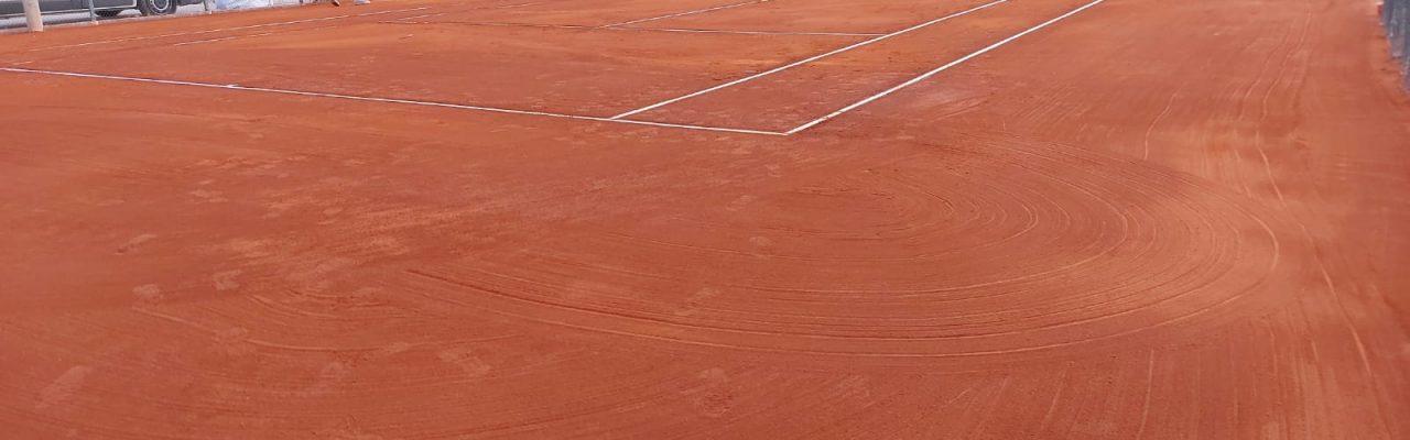 Renovación completa de 1 pista de tierra batida en el Club Up Cornellà de Tomás Carbonell